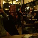 夜ご飯はダグラスさんがお友達に訊いて教えてもらった、伝統的スコティッシュレストランへ
