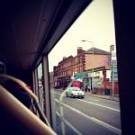エディンバラ空港からバスに乗ってエディンバラ・ウェーバリー駅に向かいます。