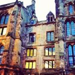 元々の大学の場所はグラスゴーの繁華街だったのだけれど、当時治安が悪かったのでここに1870年に移されたのだそう。それでも十分古い!!!