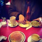ダグラスさんが子どもの頃から全く変わっていないというカフェでごはん。おばあちゃんのスープ美味しかった。