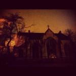 こわい!でもこの辺りは治安のいい、安全なところだったみたい。夜の教会が恐いのです。