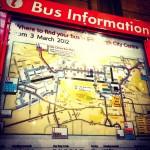 帰りの空港行きのバスのバス停を確認中。