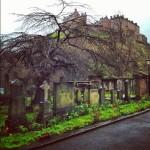 イギリスではこのお墓と木の何とも言えないコンビネーションがすごいとおもったよ。